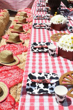 Love this seating idea for a barnyard party!