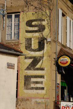 Le site officiel du CONservatoire des Publicités Extérieures et Routières Commercial Signs, Storefront Signs, Old Pub, Old Commercials, Old Signs, Hand Painted Signs, Vintage Signs, Urban Art, Site Officiel