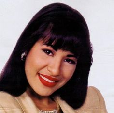 Her lips tho Selena Quintanilla Perez, Selena Pictures, Forever Living Products, Hollywood Life, Now And Forever, Her Music, Beautiful Smile, American Singers, White Roses