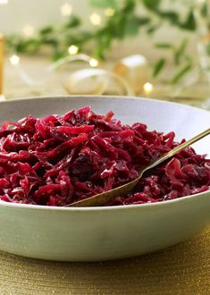 Sweet and sour Christmas red cabbage is just one of those must-haves in the Christmas dinner. It goes with whatever roast you're serving and is even vegan! Vegan Christmas Dinner, Xmas Dinner, Christmas Cooking, Healthy Cake Recipes, Healthy Foods To Eat, Vegetarian Recipes, Veg Dishes, Vegetable Dishes, Red Cabbage Recipes