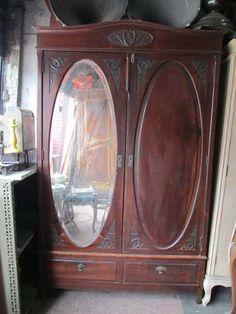 Guarda Roupa Antigo Provençal Espelho Oval Bisote - R$ 1.249,99