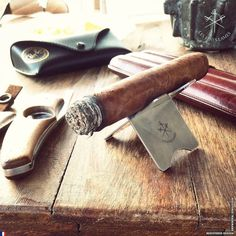Custom Reynaldo on the #cigarstand Get your accessories from http://ift.tt/1J1EGDu - Made in France Worldwide shipping