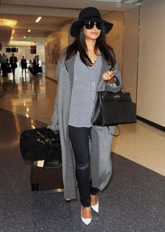 Naya Rivera Hermes Kelly black bag 2 way outfit style fashion Look  Gravidanza b8806dea8fe