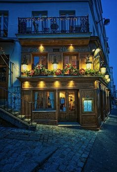Montmarte Paris - Art District of Paris and the area you will stay in on our 'Tale of Two Cities Tour'.