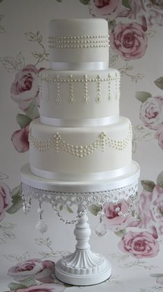 pearls, pearls and more pearls make this simple cake so elegant!