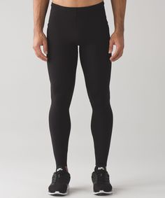 We engineered these training  tights with moderate  compression to help stabilize  your muscles while still  allowing them to benefit from  training.