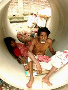 Kolkata couple  #WestBengal State,   #travel #tourism #kolkata #art #desi #socialmedia  #india #kantinathbanerjee Bay Of Bengal, West Bengal, Delhi Red Fort, Indus Valley Civilization, Amazing India, Mughal Empire, Varanasi, Kolkata, Sri Lanka