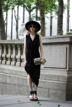 Black can be summer outfit too, simply edgy! Courtesy of : www.deluneblog.com