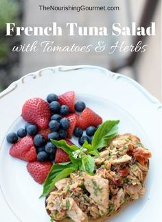 This French Tuna Salad with Tomatoes & Herbs (Mayo-Free) recipe is perfect for a hot day when you don't want to cook, or for an easy lunch/dinner!