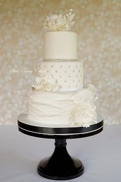 Daily Wedding Cake Inspiration. To see more: http://www.modwedding.com/2014/08/19/daily-wedding-cake-inspiration-8/ #wedding #weddings #wedding_cake Featured Wedding Cake: Steel Penny Cakes