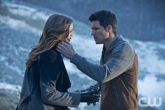 """The Flash -- """"The Nuclear Man"""" -- Image FLA113C_0211b -- Pictured (L-R): Danielle Panabaker as Caitlin Snow and Robbie Amell as Ronnie -- Photo: Cate Cameron/The CW -- © 2015 The CW Network, LLC. All rights reserved.pn"""