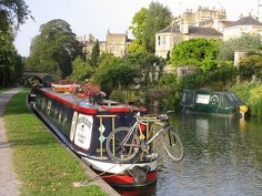 51 England Bath canal and boat Canal Barge, Canal Boat, Best Vacations, Vacation Trips, Barge Holidays, European River Cruises, Living On A Boat, Floating House, Wonderful Places