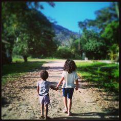 caminhando juntas por guaraú