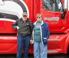 Frank e Linda Fuell. Depois que se aposentou como enfermeira, Linda se juntou ao marido na estrada. Eles esperam ganhar dinheiro suficiente para reformar sua casa antes que Frank se aposente.