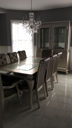 My Bobs Diva Dining Set Two Toned Grey And White Walls With Greek Style