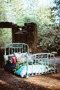 65 Outdoor Bed Ideas for Relaxing with Nature and Escape the Stuffy Indoors Source by Painted Iron Beds, Cast Iron Beds, Cast Iron Bed Frame, Dragonfly Decor, Wrought Iron Beds, Paint Brass, Magical Home, Brass Bed, Antique Beds