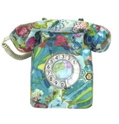 Who thought of a rotary phone as vintage? Vintage Phones, Vintage Telephone, Et Phone Home, Retro Phone, Look Chic, Retro Vintage, Vintage Stuff, Vintage Floral, Altered Art