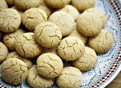 Ghriba walnoten koekjes   Kookmutsjes Morrocan Food, Raspberry Desserts, Pasta, Mini Cheesecakes, Mahi Mahi, No Bake Cookies, Cakes And More, Nutella, Dessert Recipes