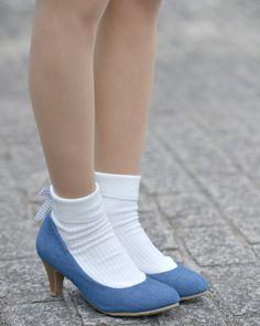 写真:柾川裕紀さん くつ : Honeys(ハニーズ) Frilly Socks, Cute Socks, Socks For Flats, Ankle Socks, Crazy Shoes, Me Too Shoes, Socks Outfit, Clogs, Pantyhose Heels