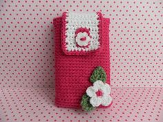 Crochet Phone Cover Mobile cover - so cute! Crochet Phone Cover, Crochet Case, Crochet Purses, Love Crochet, Knitting Projects, Crochet Projects, Crochet Designs, Crochet Patterns, Crochet Mobile