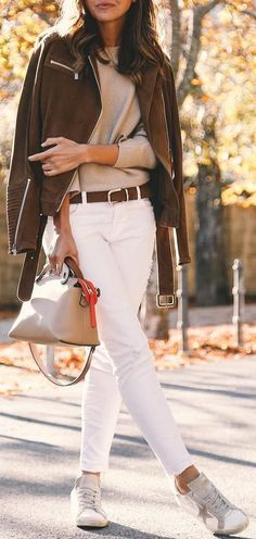 #thanksgiving #outfits Brown Jacket // Cream Sweater // Skinny Jeans // White Sneakers // Leather Tote