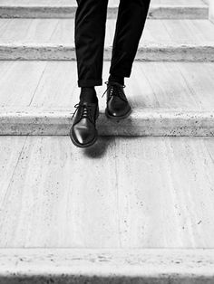 clasical oxford shoes #allblack #stairs #<3