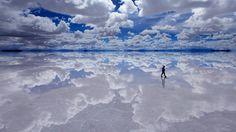 20 imágenes donde cielo y tierra se confunden en el Salar de Uyuni (Bolivia)