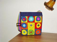 bolso bandolera (alles rund), bonito y original, con mucho color, único y exclusivo.  diferentes tipos de tela,botones  velcro cosido a mano y a máquina