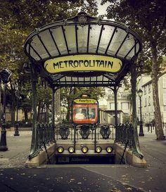 21 stations du métro parisien dont vous ignoriez peut-être l'origine