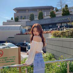 """민예진🇰🇷 บน Instagram: """"흰티에 청바지는 청순이지만 이건 절대 청순🙅♀️💙"""" Korea Fashion, Asian Fashion, Girl Fashion, Ulzzang Fashion, Ulzzang Girl, Korean Ulzzang, Poses For Photos, Girl Photos, Korean Photo"""