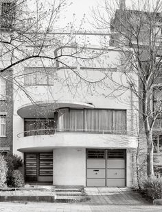 Far Nearer - deestijl: Bruxelles Brussel Brüssel Les Années. Architecture Design, Classical Architecture, Contemporary Architecture, Casa Art Deco, Art Deco Home, Art Nouveau, Estilo Art Deco, Streamline Moderne, Art Deco Buildings