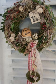 Big Flower Decorations, Christmas Decorations, Wine Cork Wreath, Woodland Decor, Spring Projects, Spring Home Decor, Easter Wreaths, Diy Wreath, Happy Easter