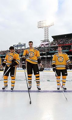 """This App is a great collection of BOSTON HOCKEY WALLPAPER for your Android. """"Free"""" <br>This Application Simple and easy to use.<br>1-Open App. <br>2-Touch boston bruins image. <br>3-Select picture you want to set as the your background <br> Feature<br>*boston bruins Wallpaper app is works offline. No need to download wallpapers.<br>*This App made for free is not for commercial.<br>*This app is optimized for any screen size and Android phone, including 720x1280 ,480x800, 240x320, 480x320…"""