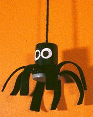 spider on a string using a film canister or pill bottle Pill Bottle Crafts, Pill Bottles, Crafts To Make, Fun Crafts, Crafts For Kids, Halloween Kids, Halloween Crafts, Kids Fun, Cool Kids