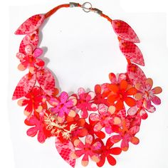 Sue GREGOR - Necklace: Flower garland peach pink -acrylic 50 cm long – 2010 – Mixture of plants and textiles