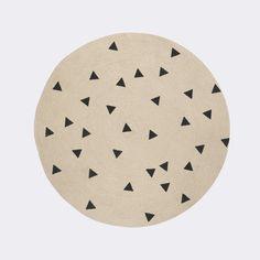 Runder+Kinderteppich,+Dreiecke+schwarz,+aus+Jute,+100+cm,+von+Ferm+Living