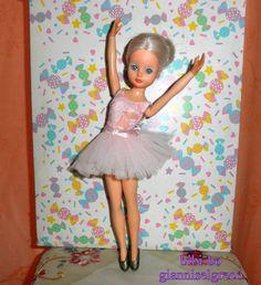 Pembe kıyafeti ile bibi-bo balerin. הבלרינה ביבי-בו עם תלבושת הוורודה. De bibi-bo ballerina met roze outfit. A bibi-bo balerina rózsaszín ruhában.