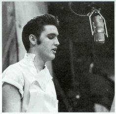 Elvis+Presley+tumblr_ltvacfHe681qbcnejo1_128