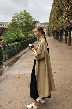 Minimalistic Outfit Ideas for Fall french style Estilo Fashion, Look Fashion, Fashion Outfits, Mode Cool, Fall Outfits, Casual Outfits, Trench Coat Outfit, Looks Street Style, Mode Streetwear