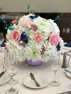 Love this centerpiece accents with dendrobium orchids Pink Centerpieces, Dendrobium Orchids, Flowers For You, Wedding Flowers, Table Decorations, Purple, Create, Home Decor, Decoration Home