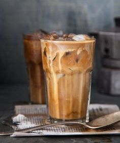 Lecker und kalorienarm: Die 5 besten Eiskaffee-Rezepte aus New York In summer, an iced coffee is a good alternative to a hot cappuccino Coffee Cafe, Coffee Shop, Coffee Girl, Coffee Humor, Starbucks Coffee, Yummy Drinks, Yummy Food, Healthy Food, Café Chocolate