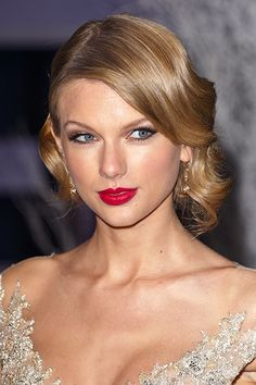 The Beauty Evolution of Taylor Swift, from Curly-Haired Cutie to All-American Icon | Teen Vogue