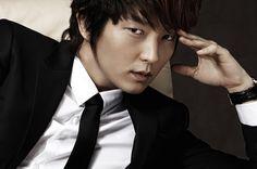 Lee Joon Ki breaks his nose on the set of Scholar Who Walks the Night
