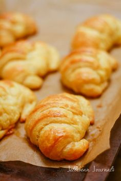 Homemade Croissants – Jellibean Journals Homemade Croissants: Buttery, flaky & oh so DELISH! Bread Recipes, Baking Recipes, Homemade Croissants, Homemade Pastries, Mini Croissants, Homemade Breads, Bread And Pastries, Tortillas, Bread Baking