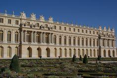 Palácio de Versalhes, França.O Palácio de Versalhes foi construído como um pavilhão de caça de Luís XIII. Logo depois, a pousada foi promovida a um castelo e tornou-se a residência oficial do Tribunal da França.