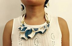 Necklace and Earings, Author: Mónica Venegas Méndez,  Course: Claywelry, HARD TO FIND, Guadalajara.  Materials: Earthenware, slipware and enamel of Cerámica D'VON.  Model: Mónica Venegas Méndez, Photo: Oswaldo Ibarra.