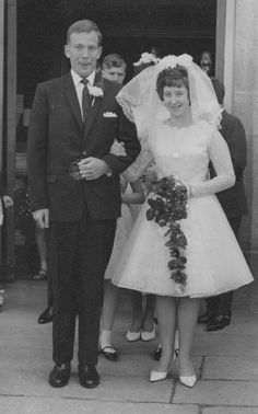 Flirty short dress and a bundle of roses. | 60 Adorable Real Vintage Wedding Photos From The '60s