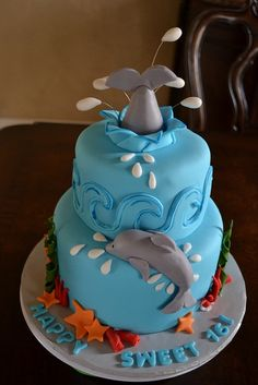 Sweet 16 Dolphin Lover Cake by Lily's cakes, via | http://deliciouscakecollections.blogspot.com