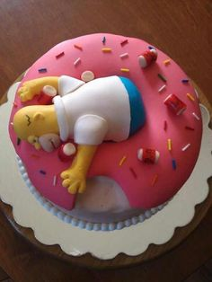 Homer cake – too cute. Or a doughnut cake if you don't like the Simpsons. Just remove Homer and beer cans. Homer cake – too cute. Or a doughnut cake if you don't like the Simpsons. Just remove Homer and beer cans. Cute Cakes, Pretty Cakes, Fancy Cakes, Beautiful Cakes, Amazing Cakes, Amazing Birthday Cakes, Cartoon Birthday Cake, Crazy Cakes, Unique Cakes