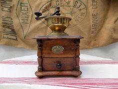 Antike Deutsch K & M Kaffee-Mahlwerk aus der um 1900, schön gemacht und in ausgezeichneten Zustand. Kitchenalia, Vintage Kaffeemühle.